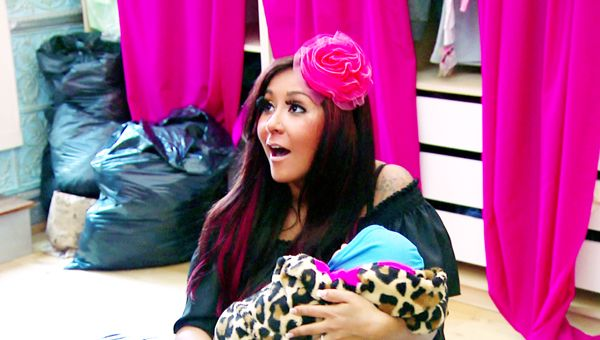Snooki Introduces the World To Lorenzo Dominic LaValle - Snooki gets a taste of motherhood while taking care of her fake baby