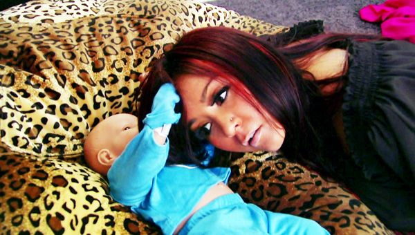 Snooki Introduces the World To Lorenzo Dominic LaValle - Snooki practices parenting by listening to her fake baby's breathing