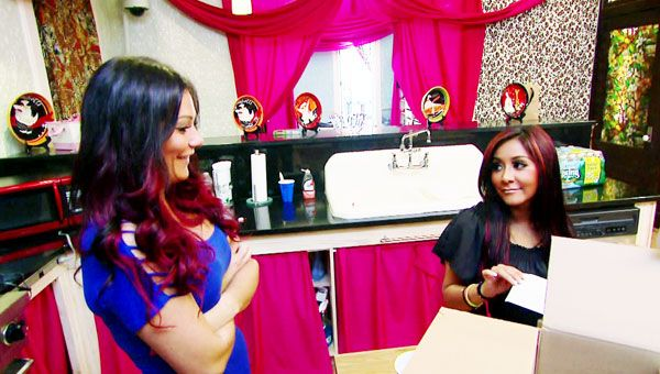 Snooki Introduces the World To Lorenzo Dominic LaValle - Jwoww surprises Snooki with a fake baby