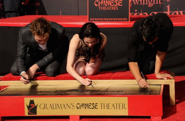 Twilights Stars Immortalized In Concrete - Hands, feet and autographs of course